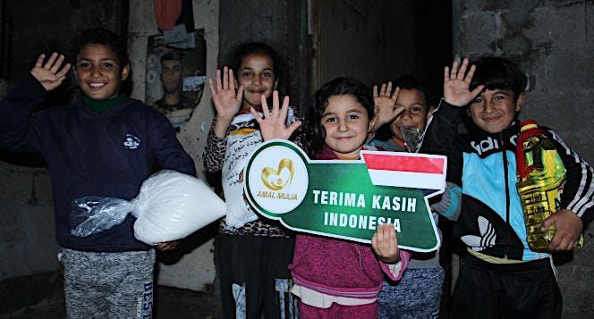 Bantu Muliakan Yatim Palestina