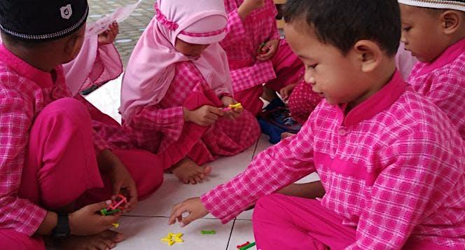 Bantu Adik-Adik TK al-Qudwah punya kelas sendiri