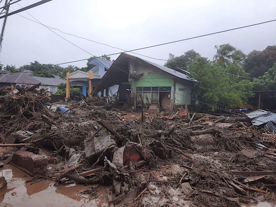 Peduli Banjir Bandang Flores Timur