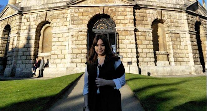 Bantu Kay mendapat gelar dari Universitas Oxford!