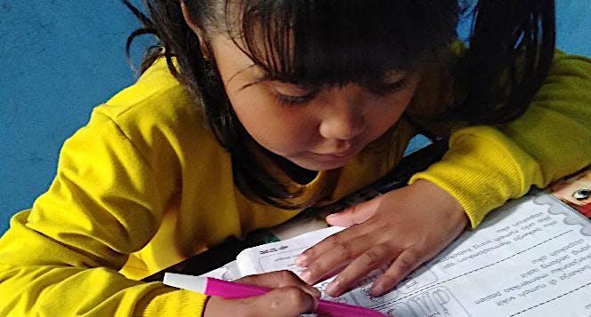 Bantu Adya Mendengar Agar bisa Sekolah