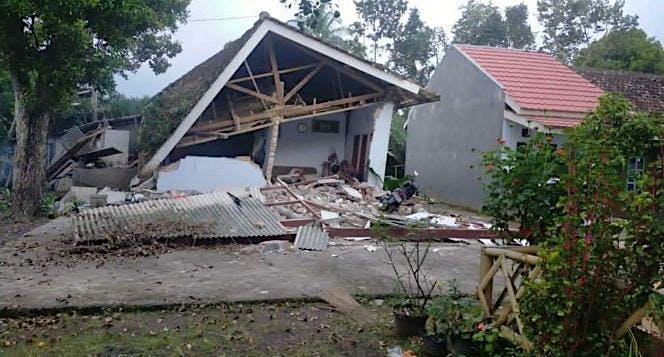 Urgent! Gempa  6,7SR  Warga malang panik!!
