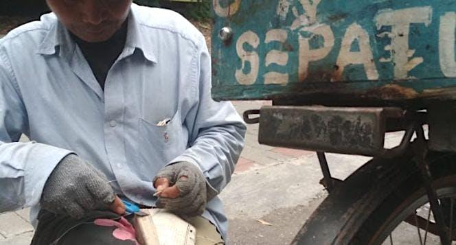 Bantu Pak Ule Wujudkan Mimpi Jadi Pembuat Sepatu